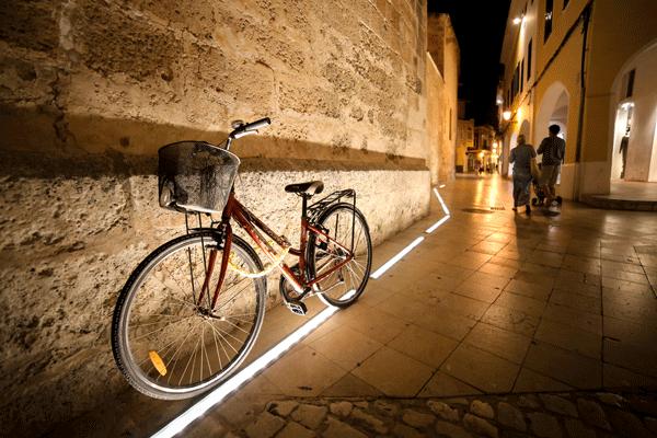Stendardi in acciaio e ghisa st001 irollo arredo for Illuminazione arredo urbano